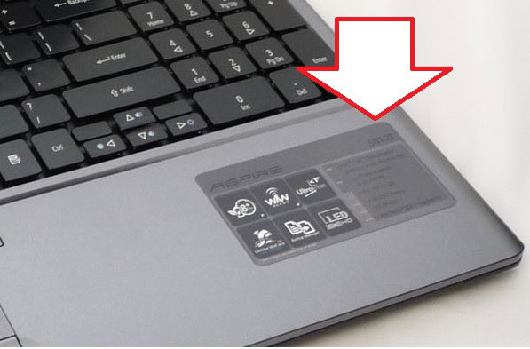 Cum aflu modelul laptopului