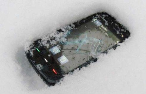 Cum iti poti proteja smartphoneul in anotimpul rece