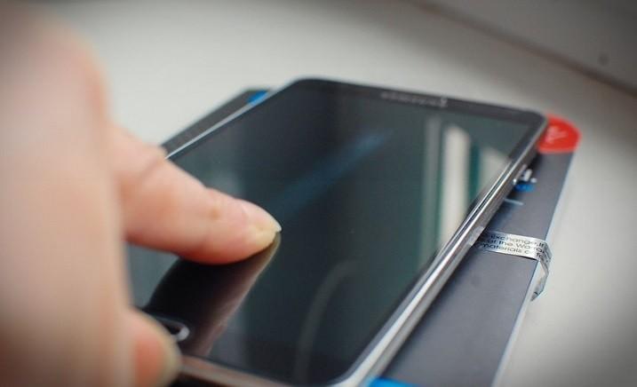 De ce nu folosesc folia de protectie pe smartphone