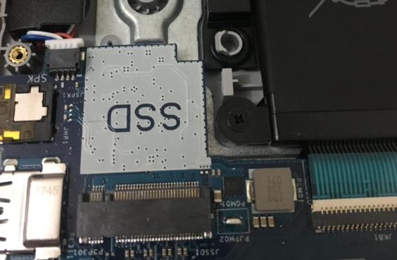 Slot pentru SSD M.2 pe laptop
